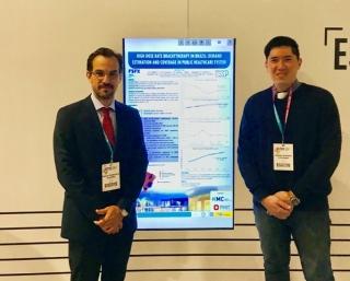 Gerson Hiroshi Yoshinari Junior e Harley Franscisco de Oliveira, no 38º European Society for Radiotherapy and Oncology (ESTRO), em Milão, na Itália.