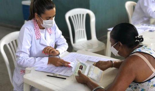 Idosos de 70 a 78 anos receberão segunda dose de vacinas nesta semana, em Monlevade(Foto: Marillie Santos)