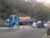 Acidente entre caminhão e carro de passeio interdita a BR-381 nesta manhã(Foto: Divulgação/PRF)